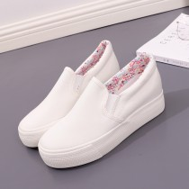 canvas shoe Humanism Low Gang White black 35 36 37 38 39 Spring of 2018 Trochanter college rubber Solid color Youth (18-40 years old) eight thousand one hundred and twenty-seven Vulcanization process