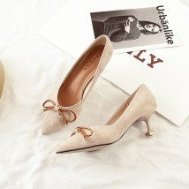 Low top shoes 34 35 36 37 38 39 Other / other Black bow apricot Bow Black Smooth apricot smooth Sharp point Fine heel Suede Shallow mouth Middle heel (3-5cm) PU Fall 2017 Trochanter Korean version Adhesive shoes Youth (18-40 years old) Solid color rubber Single shoes Shallow bow PU daily Frosting