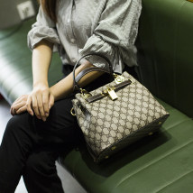 Bag The single shoulder bag cowhide Kelly bag Other / other GD pattern gold GD pattern coffee five star pattern red five star pattern coffee five star pattern apricot brand new Japan and South Korea in leisure time soft zipper no Geometric pattern Single root One shoulder cross carry nothing youth