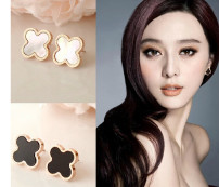Ear Studs Titanium steel RMB 25-29.99 love Two white, one black, one white, two black brand new Japan and South Korea female goods in stock Fresh out of the oven Not inlaid Plants and flowers ed002