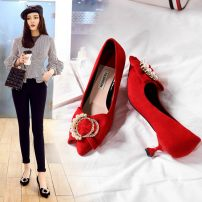 Low top shoes 34 35 36 37 38 39 Sakura Kawabata Red gray black Sharp point Heteromorphic heel Suede Shallow mouth Middle heel (3-5cm) PU Spring of 2018 Trochanter Europe and America Adhesive shoes Youth (18-40 years old) Solid color rubber Lazy shoes PU daily Face dressing One One
