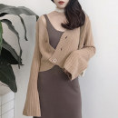 short coat Autumn of 2018 M L Reddish brown, grayish green, cream white Long sleeves have cash less than that is registered in the accounts routine