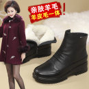 Boots 35,36,37,38,39,40,41,42 Black sheepskin and wool top layer leather Vivian Marie Middle heel (3-5cm) Flat heel top layer leather Short tube Round head Sheepskin and wool Sheepskin and wool Winter 2020 Side zipper Korean version rubber Fashion boots Adhesive shoes Middle age (40-60 years old)