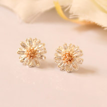 Ear Studs Alloy / silver / gold 10-19.99 yuan Other / other Silver daisy. Ear nail [Tremella needle] silver feeling daisy. White Gold daisy in the ear. White Gold daisy in the ear. Ear nail [Tremella needle] is made of pure silver. Ear Studs brand new Japan and South Korea female goods in stock