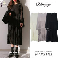 Dress Autumn of 2019 White, black, lotus root S,M,L Mid length dress singleton  Long sleeves commute Crew neck Loose waist Solid color Socket A-line skirt routine Others 18-24 years old Type A Other / other Korean version fold other