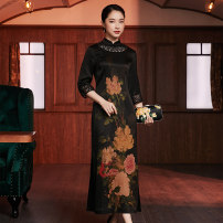 cheongsam Winter 2020 XXXL M L XL XXL Picture color three quarter sleeve long cheongsam Retro High slit banquet Oblique lapel Decor Over 35 years old Piping Xiyue silk Mulberry silk 100% Pure e-commerce (online only) 91% (inclusive) - 95% (inclusive)