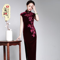 cheongsam Summer 2016 S M L XL XXL XXXL Dark green, dark red Short sleeve long cheongsam Retro High slit banquet Round lapel Big flower 25-35 years old Piping E16572 Xiyue polyester fiber Polyester 92% polyurethane elastic fiber (spandex) 8% Pure e-commerce (online only)