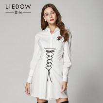 shirt white S M L Fall 2017 cotton 51% (inclusive) - 70% (inclusive) Long sleeves Versatile Medium length other other 30-34 years old Self cultivation Leedow / Ledo Cotton 70% polyamide fiber (nylon) 27% polyurethane elastic fiber (spandex) 3%