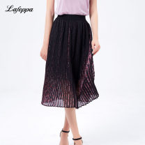 skirt Summer 2020 XS S M L Black streaked safflower black streaked blue flower longuette commute High waist Pleated skirt Broken flowers Type A 25-29 years old More than 95% Chiffon Milan foppa polyester fiber fold ethnic style Polyester 100% Same model in shopping mall (sold online and offline)
