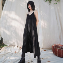 Dress Spring 2021 Black, beige, classic blue extended One size, large, small Mid length dress singleton  Sleeveless commute V-neck Loose waist Solid color Socket Pleated skirt camisole 18-24 years old Type A Big dragon shop Simplicity fold QL200128148 More than 95% other polyester fiber