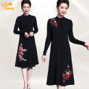 Middle aged and old women's wear Spring 2021, winter 2021, autumn 2021 Black red, black pink M,L,XL,XXL,XXXL,4XL ethnic style Dress Self cultivation singleton  Big flower 40-49 years old Socket moderate Crew neck routine Chen miaoyan Embroidery Wool, other, acrylic longuette wool other