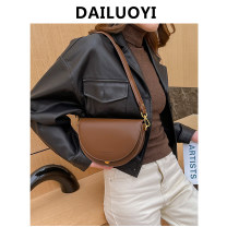 Bag Inclined shoulder bag cowhide Saddle bag brand new Fashion trend Small leisure time soft Buckle no Solid color Double root Straddle shoulder nothing youth Horizontal square Buckle Soft handle polyester fiber inside pocket with a zipper 8811 Inner patch pocket cowhide