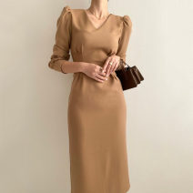 Dress Spring 2021 Light brown, black S,M,L Mid length dress singleton  Long sleeves commute V-neck Solid color Socket puff sleeve Others 18-24 years old Korean version 71% (inclusive) - 80% (inclusive)