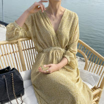 Dress Spring 2021 White, yellow Average size longuette Long sleeves V-neck Type A Other / other
