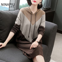 Dress Autumn of 2019 Color matching M L XL 2XL Mid length dress singleton  Long sleeves commute Hood Loose waist other Socket other routine Others 35-39 years old Type H Nina'piu / Nina Piao Simplicity BB80986-9915 31% (inclusive) - 50% (inclusive) polyester fiber Pure e-commerce (online only)