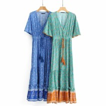 Dress Spring of 2019 S,M,L Mid length dress street V-neck High waist 18-24 years old 81% (inclusive) - 90% (inclusive) Europe and America