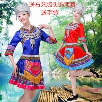 National costume / stage costume Spring of 2018 Red, precious blue