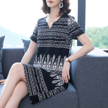 Women's large Summer 2020 black Large L Large XL Large 2XL large 3XL large 4XL large 5XL Dress singleton  commute easy moderate Socket Short sleeve Korean version V-neck Three dimensional cutting routine Medin  Three dimensional decoration 96% and above Medium length Polyester 100%