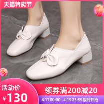 Low top shoes 35 36 37 38 39 40 41 42 43 Yingmeng Black camel Beige Square head top layer leather Thick heel Middle heel (3-5cm) Deep mouth PU Spring 2021 Trochanter leisure time Adhesive shoes Middle age (40-60 years old) Solid color TPR (tendon) Single shoes Bow diamond thick heel Microfiber skin
