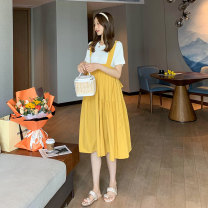 suit Miss Leila White + yellow (one set) Average size Korean version Short sleeve + skirt summer routine Solid color 414-6342