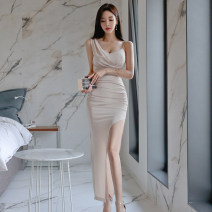 Dress Summer of 2019 Black, apricot S,M,L,XL longuette singleton  Sleeveless commute V-neck High waist Solid color zipper One pace skirt camisole 18-24 years old Korean version Pleated, zipper