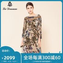 Dress Autumn of 2019 Decor 7/S 9/M 11/L 13/XL 15/XXL 17/XXXL Mid length dress three quarter sleeve commute Crew neck 35-39 years old La Danum / Adana literature LFA344DR0 71% (inclusive) - 80% (inclusive) other Viscose fiber (viscose fiber) 80.3% mulberry silk 19.7%