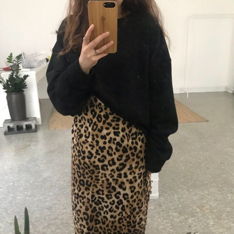 Casual suit Autumn of 2018 Grey sweater black sweater leopard skirt Average size 18-25 years old Other / other 71% (inclusive) - 80% (inclusive) cotton