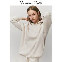 Wool knitwear Winter 2020 S (170/88A) M (170/92A) L (175/96A) Light brown Long sleeves Viscose 51% (inclusive) - 70% (inclusive) Regular 05640606710-30 Massimo Dutti Viscose (viscose) 51% polyester 31% polyamide (nylon) 18% Same model in shopping mall (sold online and offline)