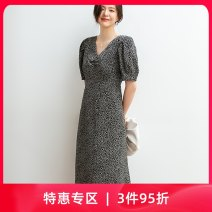 Dress Summer 2020 black S M L XL Mid length dress singleton  Short sleeve commute V-neck High waist Decor Socket other puff sleeve Others 25-29 years old Type H ZKIUT Retro Pleating Z2301A More than 95% other polyester fiber Polyethylene terephthalate (polyester) 100% Pure e-commerce (online only)