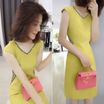 Dress Spring 2020 Yellow black 04679 off white 05026 color matching 3902 lotus root pink 03902 off white S M L XL Mid length dress singleton  Sleeveless street V-neck High waist Solid color Socket other routine Others 30-34 years old Concubine B192y06027p0150 81% (inclusive) - 90% (inclusive)