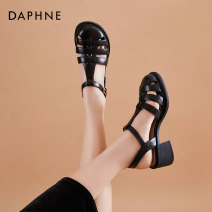 Sandals 35 36 37 38 39 40 Black Beige PU Daphne / Daphne Barefoot Muffin bottom Middle heel (3-5cm) Summer 2021 Flat buckle Korean version Solid color Adhesive shoes Youth (18-40 years old) polyurethane daily Back space Buckles Low Gang Hollow PU PU 202103516bn Fashion sandals Shaving