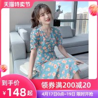 Dress Summer 2021 blue S M L XL Mid length dress singleton  Short sleeve commute V-neck High waist Broken flowers Socket A-line skirt routine Others 25-29 years old Type A Tong Shiyao lady Pleated lace up beads TSY21X9017 81% (inclusive) - 90% (inclusive) Chiffon polyester fiber
