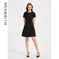 Dress Summer 2020 black XS S M L XL Short skirt singleton  Short sleeve commute Crew neck middle-waisted Solid color zipper routine Others 35-39 years old Winter fiel Britain FD308 More than 95% other polyester fiber Polyester 100% Same model in shopping mall (sold online and offline)