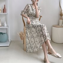 Dress Summer 2020 Off white, black Average size longuette singleton  Short sleeve Sweet V-neck High waist Decor Socket other routine Others 25-29 years old Other / other 8186 in stock Chiffon cotton Bohemia