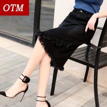 skirt Spring of 2019 26 27 28 29 30 31 32 33 34 36 38 40 black Middle-skirt Versatile High waist Irregular Solid color Type A 18-24 years old 71% (inclusive) - 80% (inclusive) Denim OTM cotton Fringe asymmetry