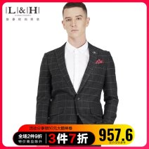 man 's suit Business gentleman routine 165/84A 170/88A 175/92A 180/96A 185/100A 190/104A Polyester 70% viscose 30% Winter 2020 standard A single breasted button wedding Back middle slit Exclusive payment of tmall youth Long sleeves Four seasons routine Business Formal  Formal dress Round hem lattice