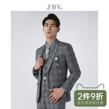 man 's suit Grey coat grey trousers grey vest J.D.V Business gentleman routine 165/XS 170/S 175/M 180/L 180/XL 185/XXL WMM8058 Wool 59.4% polyester 30.8% Silk 9.8% Autumn of 2018 Self cultivation Double breasted go to work No slits Same model in shopping mall (sold online and offline) youth autumn