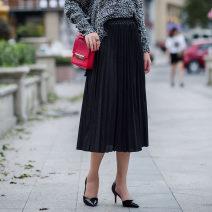 skirt Spring 2017 Skirt length 72 cm (elastic waist) Black, coffee, army green Mid length dress commute Natural waist Pleated skirt Solid color 30-34 years old Korean version
