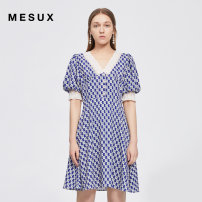Dress Summer 2021 Blue printing XS/155 S/160 M/165 L/170 XL/175 Middle-skirt Short sleeve commute V-neck High waist Socket other puff sleeve 30-34 years old Type X Mesux / MI Xiu Retro printing MJMPO411 More than 95% polyester fiber Polyester 100% Same model in shopping mall (sold online and offline)