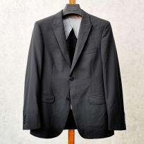 man 's suit Black, black shoulder blemish Others other routine 46,48,50,52,54,44 Wool 50.8% polyester 38.9% viscose 10.3% Self cultivation Double breasted Other leisure Double slit Four seasons 2019
