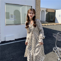 Dress Spring 2021 White, black One size fits all, XXS pre-sale Middle-skirt singleton  Long sleeves commute V-neck High waist Broken flowers A-line skirt pagoda sleeve 18-24 years old Type A Korean version 51% (inclusive) - 70% (inclusive)