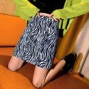 skirt Winter 2020 M L XL Zebra skirt leopard skirt Short skirt Versatile High waist A-line skirt Zebra pattern Type A 18-24 years old QZ0005 91% (inclusive) - 95% (inclusive) other Mimikawa polyester fiber printing Polyester 95% polyurethane elastic fiber (spandex) 5% Pure e-commerce (online only)