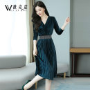 Dress Autumn of 2019 Green black 6650 green 6650 black S M L XL 2XL 3XL Mid length dress singleton  Long sleeves commute V-neck middle-waisted Solid color Socket Pleated skirt routine Others 30-34 years old Weizikou Korean version Pleated drilling WN1E45C88214998 More than 95% polyester fiber