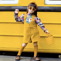 trousers Xiaomi candy female 80cm,90cm,100cm,110cm,120cm,130cm Yellow backpack shorts, graffiti baby shirt, backpack pants + baby shirt spring and autumn shorts Europe and America There are models in the real shooting rompers Don't open the crotch