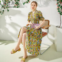 Dress Summer 2021 yellow S M L XL longuette singleton  Short sleeve commute V-neck middle-waisted Decor Socket A-line skirt puff sleeve Others 25-29 years old Type A Oufanz Simplicity Pleated button printing OFC21148 More than 95% Crepe de Chine silk Mulberry silk 100% Pure e-commerce (online only)