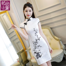 cheongsam Winter of 2018 S M L XL 2XL 3XL [white] [white background - pink flower] [pink] [red] Short sleeve Short cheongsam literature Low slit daily Oblique lapel scenery 18-25 years old Embroidery BYL-A8002 Bayulan cotton Cotton 75% polyester 20% others 5% Pure e-commerce (online only)