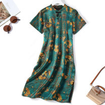 Dress Spring 2021 Green flowers and birds Average size Mid length dress singleton  Short sleeve commute Crew neck Loose waist Decor A button routine Type H More than 95% silk