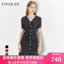 Dress Summer 2020 Black red green 36 38 40 42 44 46 Mid length dress singleton  Short sleeve commute V-neck Dot Socket routine 30-34 years old Sound Ol style 8C50205078 More than 95% silk Mulberry silk 100% Pure e-commerce (online only)