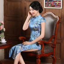 cheongsam Summer of 2018 S M L XL XXL XXXL Gu Nan Lan Ling Su Xin man Ying Qin se Short sleeve long cheongsam Retro High slit daily Oblique lapel Decor 25-35 years old Piping JXY-2021B Jin embroidery silk Silk 95% polyurethane elastic fiber (spandex) 5% Pure e-commerce (online only)