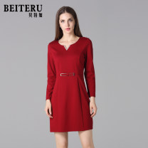 Middle aged and old women's wear Autumn of 2018 gules L XL XXL fashion Dress Self cultivation singleton  Solid color 40-49 years old Socket moderate V-neck routine YWQA3160A-1 Bateru zipper Lycra Lycra 30% and below zipper Polyester